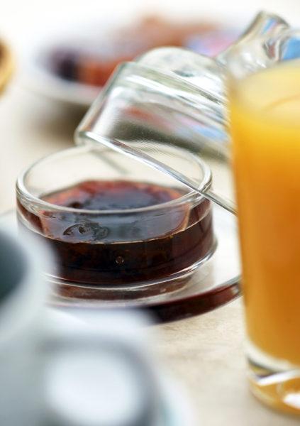 Au petit déjeuner, en Cévennes, dans notre hôtel restaurant d'Anduze