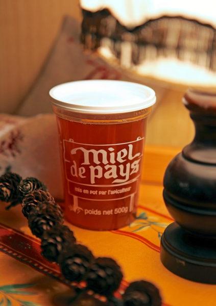 Les miels de région qui vous sont servis au petit déjeuner sont également disponibles à la vente à l'accueil de votre hôtel