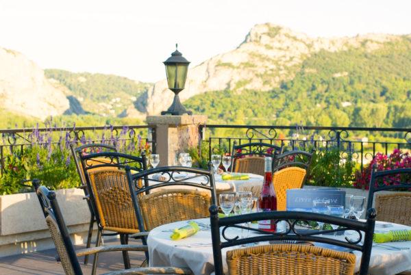Sur notre terrasse panoramique en Cévennes