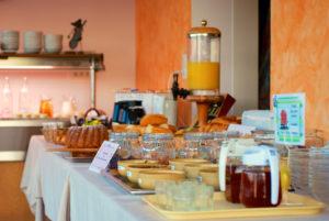 Au petit déjeuner, notre buffet vous propose des produits maison et des terroirs cévenols