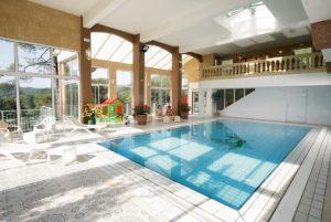 A Anduze, en Cévennes, notre piscine couverte et chauffée