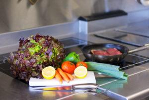 En cuisine, dans votre hôtel restaurant d'Anduze, en Cévennes