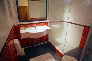 Nos chambres disposent d'une salle de bain agréable et confortable