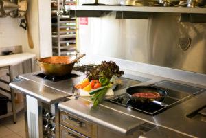 Dans la cuisine de notre hôtel restaurant d'Anduze, en Cévennes
