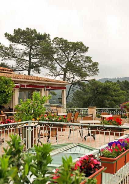 Plaisirs des papilles et des yeux sur notre terrasse panoramique d'Anduze, en Cévennes