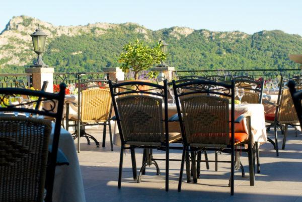 A Anduze, en Cévennes, moment de détente et de gastronomie sur notre terrasse panoramique
