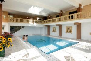 A Anduze, en Cévennes, dans notre hôtel, profitez de notre piscine couverte et chauffée