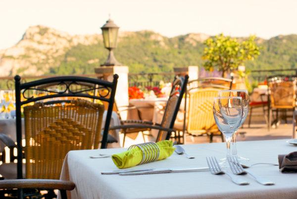Dégustation sur notre terrasse panoramique en Cévennes