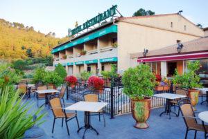 Notre terrasse panoramique vous permet de goûter à nos spécialités des terroirs cévenols en profitant d'un panorama unique