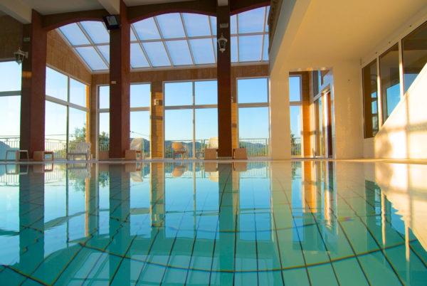 Le matin, à Anduze, en Cévennes, notre piscine couverte et chauffée