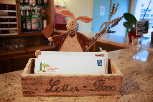Le dépôt de vos correspondances, à notre hôtel restaurant d'Anduze, en Cévennes