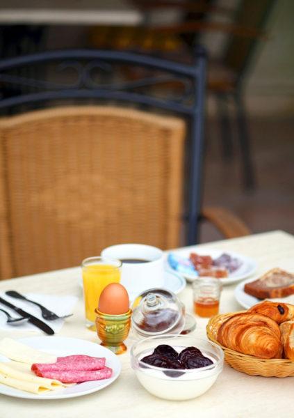 Au petit déjeuner, dans votre hôtel restaurant d'Anduze, en Cévennes
