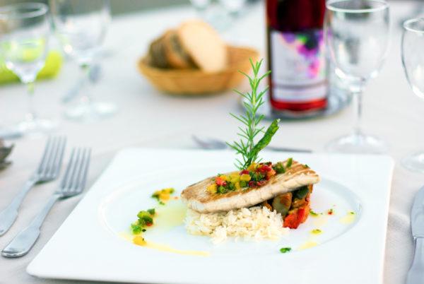 Cuisine méditerranéenne et spécialités cévenoles sur notre terrasse panoramique à Anduze, en Cévennes