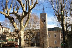 Le village cévenol de Saint-Jean du Gard a une histoire marquée par les guerres de religion (guerres des camisards)
