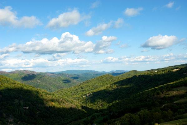 Les montagnes bleutées des Cévennes, parcourues par l'écrivain Robert Louis Stevenson en 1878