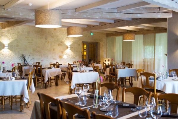 Bienvenue en Cévennes, dans notre salle de restaurant intérieure, à Anduze, en Cévennes