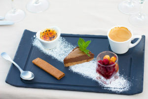 Café gourmand en Cévennes, sur la terrasse panoramique de notre restaurant d'Anduze